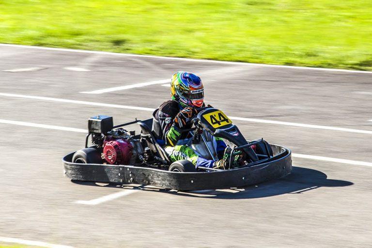 evoluindo na pilotagem no kart indoor