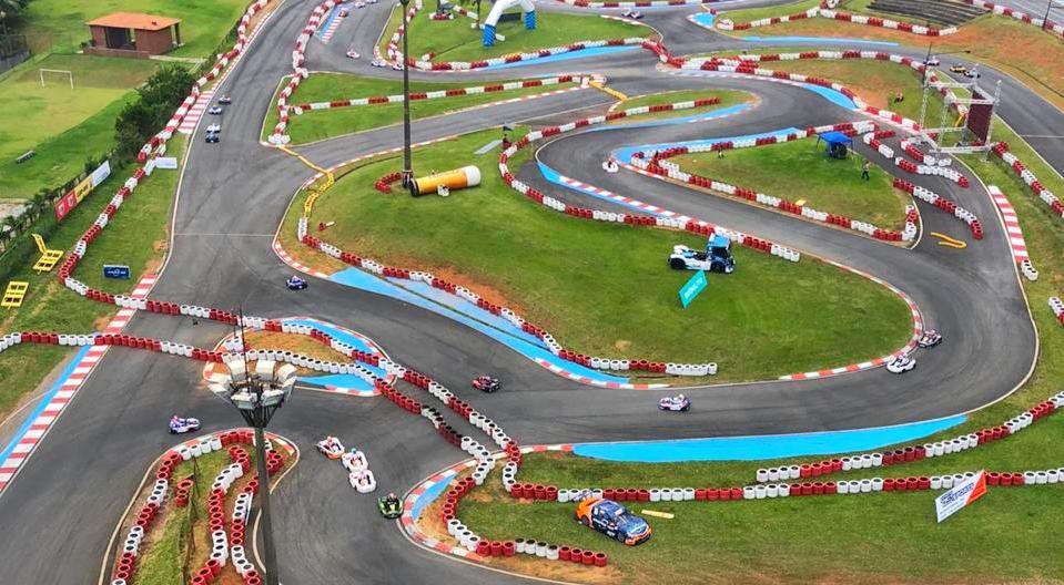 Kartódromo Granja Viana na Comunidade da Academia do Kart de Pilotagem
